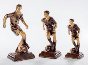 Pokale 3er Serie Fußballspieler Trophäe Resin 23 cm - 32 cm